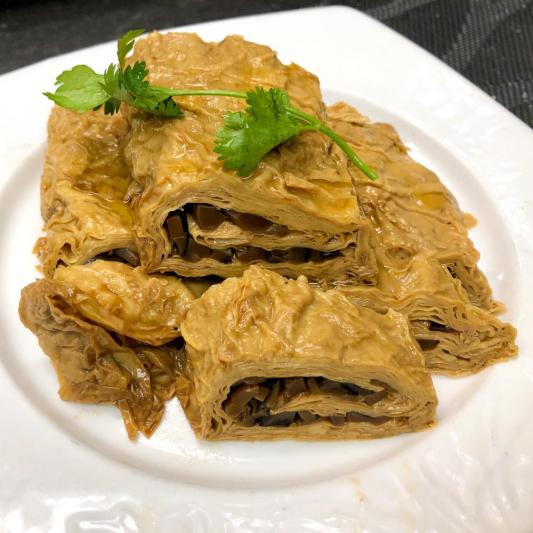 28. Tofu Folls w/ Black Mushroom 美味素鵝