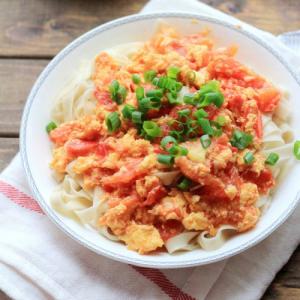 12. Scrambled Eggs & Tomatoes Noodles 西红柿鸡蛋面