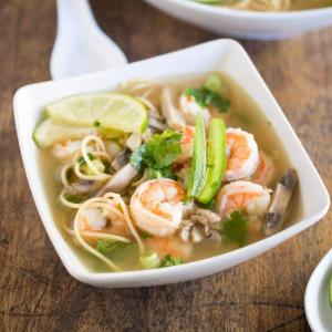 P8. Shrimp Noodle Pho