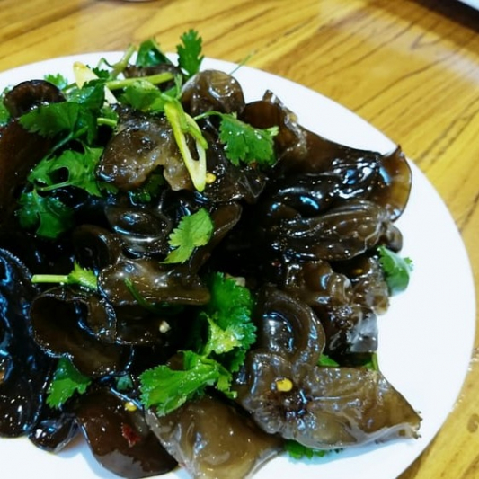 B05. Spicy Black Fungus with Parsley