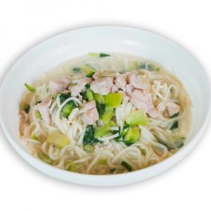 3. Braised Chicken/Veggies Noodle Soup 嫩雞燴麵 (或青菜)