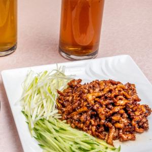 3. Beijing Style Pork Slices with Wraps (6 Pcs) 京醬肉絲+薄餅