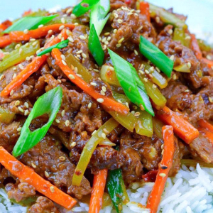 103. Sliced Beef or Chicken in Szechuan Style Sauce on Rice
