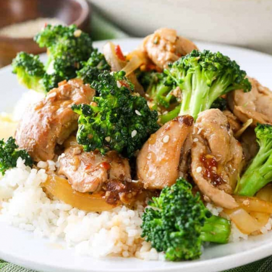 108. Sliced Chicken & Chinese Mushroom & Mixed Vegetable on Rice