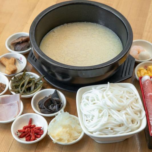 R6. Shi Miaodao Famous Crossing Bridge Rice Noodle Soup