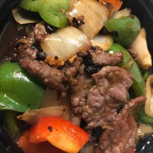 40E. Stir Fried Beef & Green Pepper & Black Bean Sauce 豉椒牛肉
