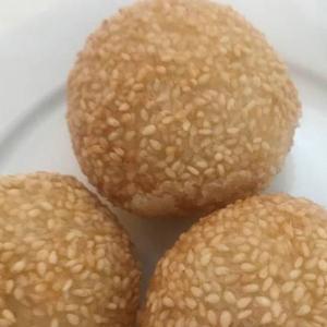 24. Deep Fried Sesame Balls with Red Bean (3 pcs) 煎堆仔