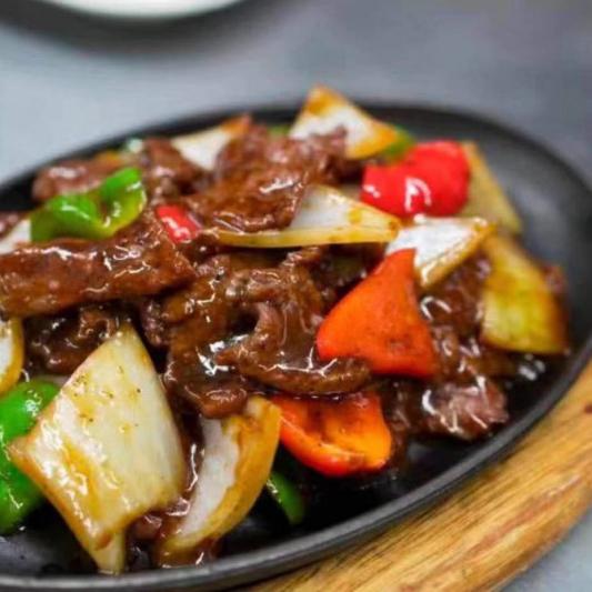 301. Boeuf Epicé Servi sur un Plat de Fer / Spicy Beef Served on a Sizzling Iron Plate / 铁板牛肉