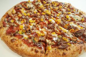 Backyard BBQ Pizza