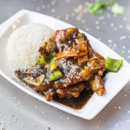 330. Pork Chop with Peppercorn Sauce 黑椒猪扒