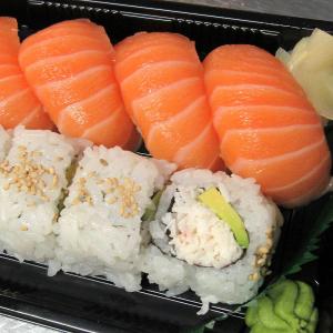 Salmon Nigiri and Cali Roll Combo (8 pcs)