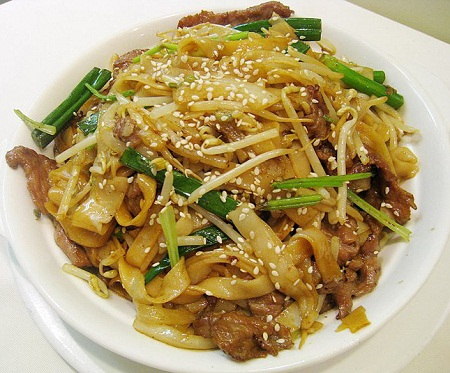 K14. Panfried Chicken Rice Noodle