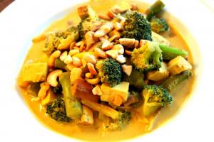 45. Yellow Curry Tofu & Mix. Veggies