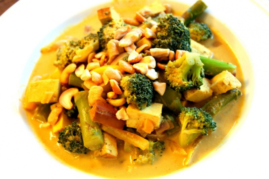 45. Yellow Curry Tofu & Mix. Veggies