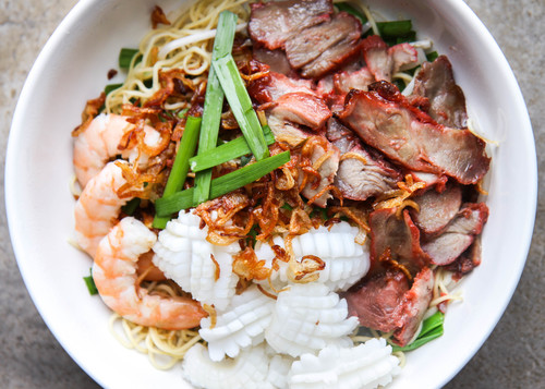 24. Seafood & Pork with Egg Noodle