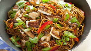 Stir Fried Chow Mein / Vermicelli with Mixed Vegetables - 什菜混炒面/米粉