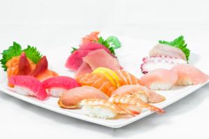 Sushi (14 pcs)