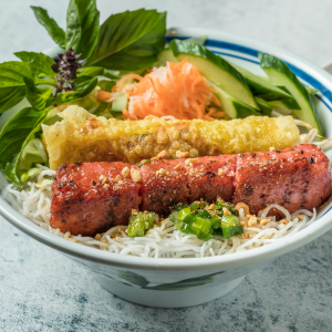 D06- Spring Rolls & Pork Sausage with Vermicelli
