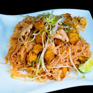 G10 - Chicken Pad Thai