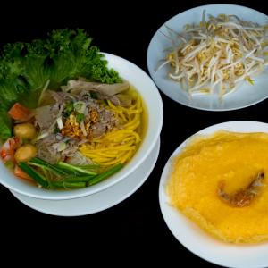 C10- Fu Kien Style Vermicelli & Egg Noodle soup