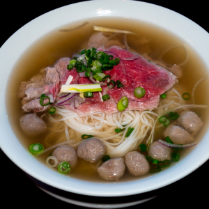 B03- Rare Beef & Beef Balls Rice Noodle Soup