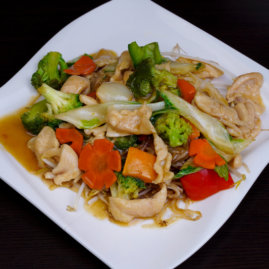 G07- Stir-fried Rice Noodles with Chicken & Vegetables