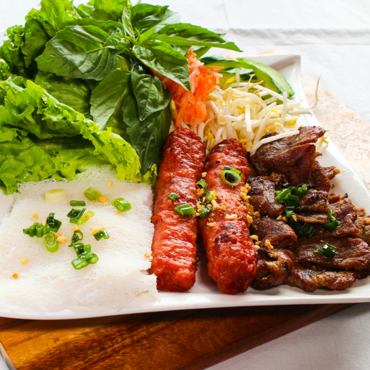 D12- Steamed Vermicelli with Grilled Pork & Pork Sausage