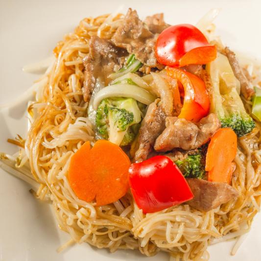 G08- Stir-fried Rice Noodles with Beef & Vegetables