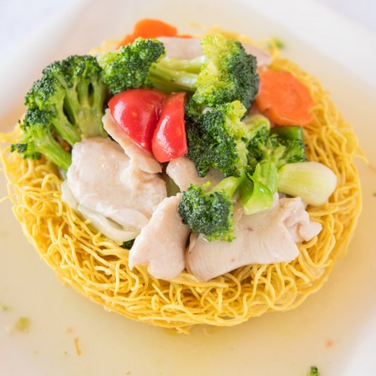 G05- Stir-fried Egg Noodles with Chicken & Vegetables