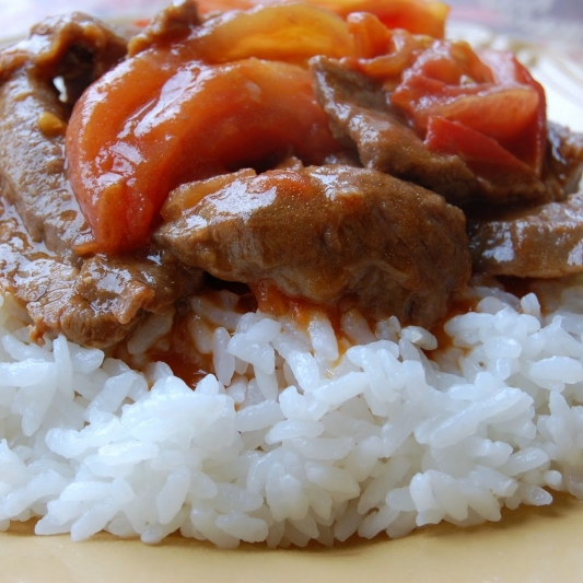 R9. Beef & Tomato on Steamed Rice