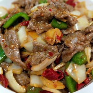 B3. Sizzling Beef with Chilli