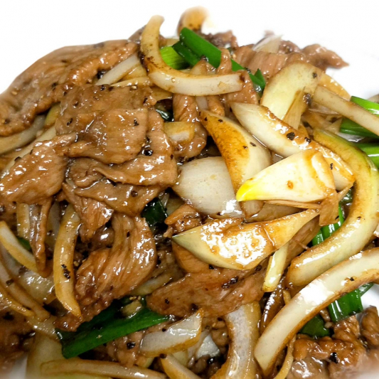 B4. Green Onion Beef with Black Pepper