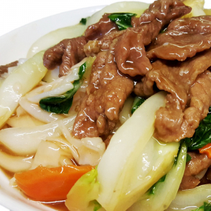 M22 Fried Rice Noodle with Baby Bok Choy & Beef