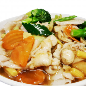 M23. Fried Rice Noodle with Baby Bok Choy & Chicken