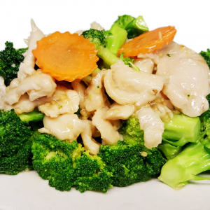 C7. Sliced Chicken with Broccoli
