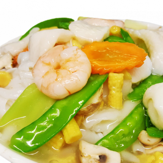 M30. Fried Rice Noodle with Mixed Seafood