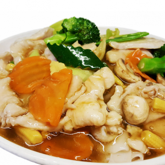 M28. Fried Rice Noodle with Chicken & Vegetables