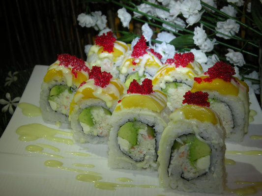 Mango Sunset Roll (8 pcs)