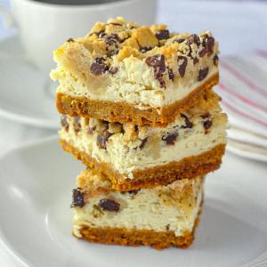 Cookie dough cheesecake bars