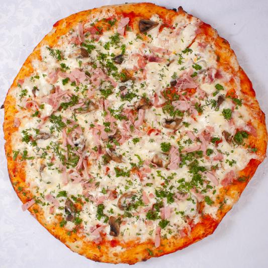 Пицца с ветчиной, сыром и грибами