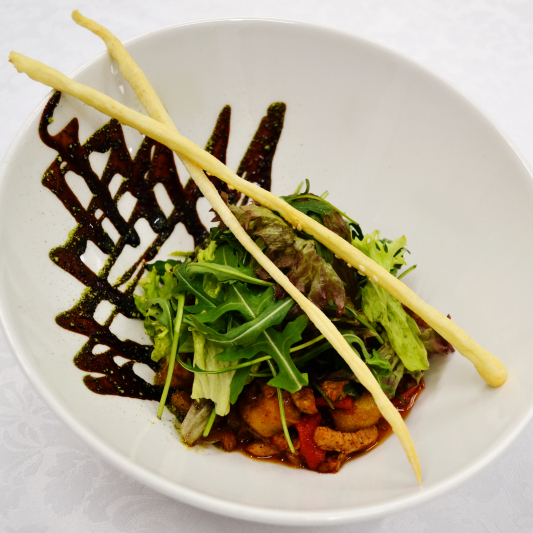 Теплый салат из филе фермерской  свинины