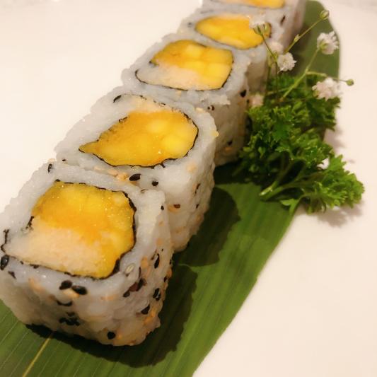 V11. Crispy Mango Roll (6 pcs)