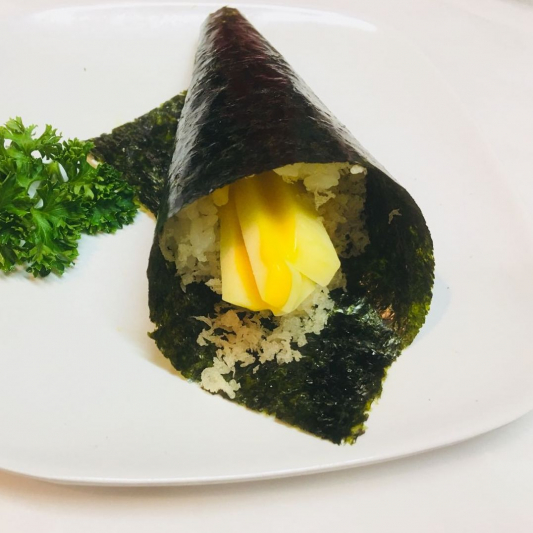 H29. Crispy Mango Hand Roll (1 pc)