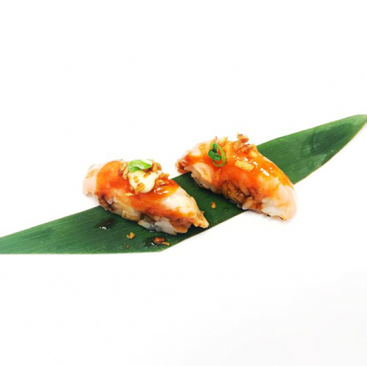 B17. Torched Salmon Sushi (2 pcs)