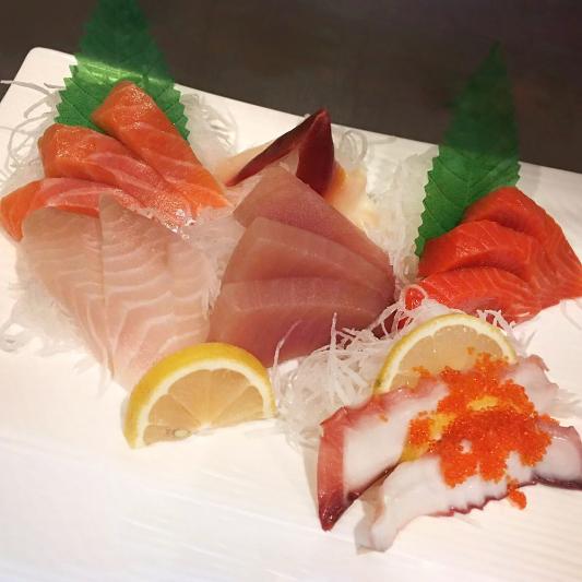 131. Assorted Sashimi (15 pcs)