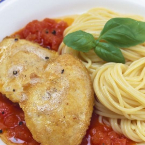 Veal Cutlets with Spaghetti & Garlic Toast