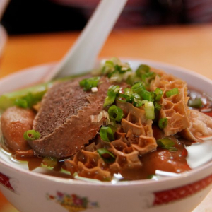 S17. Beef Intestines with Rice Noodle Soup