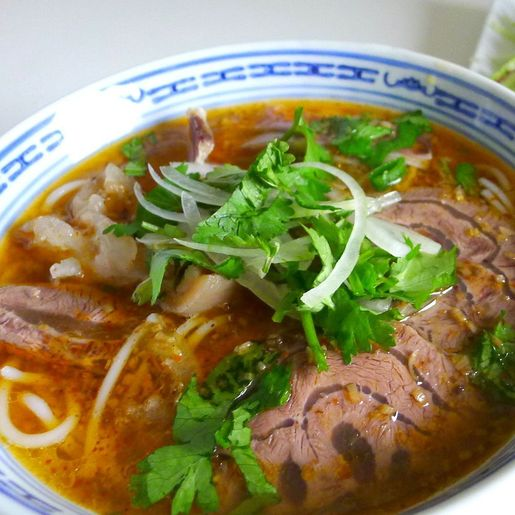 S12. Spicy Satay Beef with Rice Noodle Soup