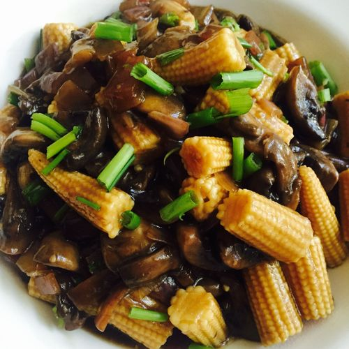 Sauteed Baby Corns and Mushrooms
