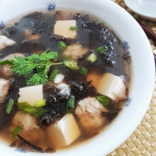 E4. Seaweed with Pork Rib Soup